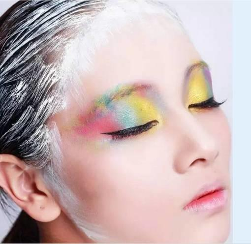 你想学化妆吗? 你会爱上我的^^