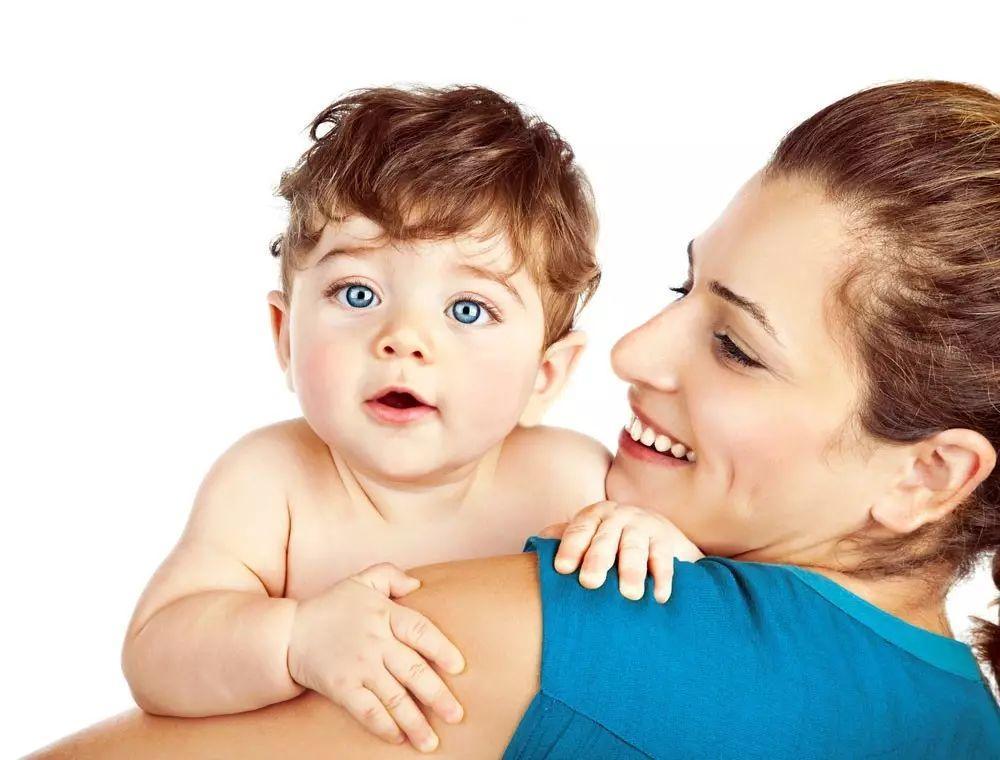 宝宝五个月大时,母亲可以纹眼线吗?