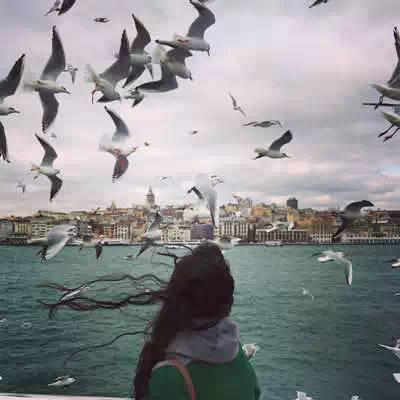 姑娘们学学怎样拍摄旅游照吧!