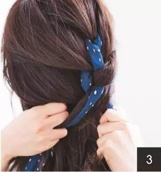 【美发】一条牛仔色丝巾让你的造型瞬间春意浓