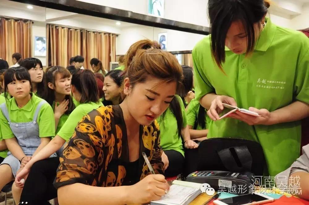 吴越学校色彩形象设计管理课程开课啦