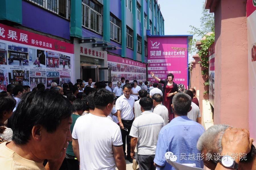 濮阳市市人社局职建科曹源科长带领范县杨集乡两百多名村干部来我校参观