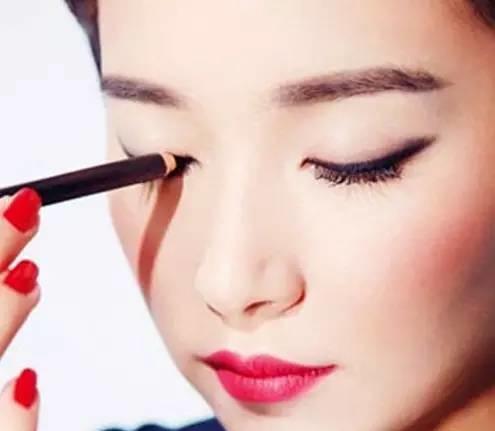 教你化出不一样的淡妆,做个自信的素颜女神!