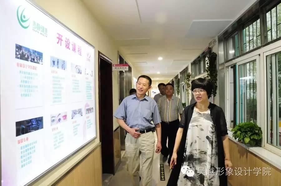 民政局李子春副局长和退伍安置办卢林英科长来我校调研工作