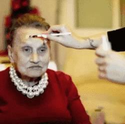 80岁老奶奶让孙女帮她化了个妆,没想到居然成了网红!