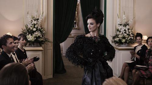 《时尚大师圣罗兰》经典彩妆与华服