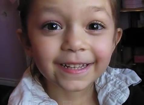 学5岁小萝莉的化妆术 瞬间变身萌妹纸