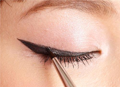 4款眼线画法 让彩妆菜鸟也能轻松上手!