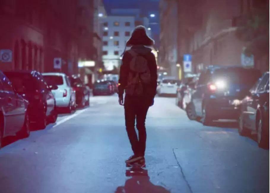 4分钟短片鼓舞无数焦虑的年轻人:比起认命,我选择拼命!