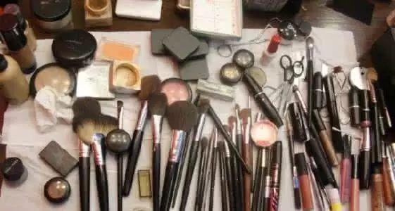 觉得跟妆收费高贵,让你看下专业化妆师的成本!