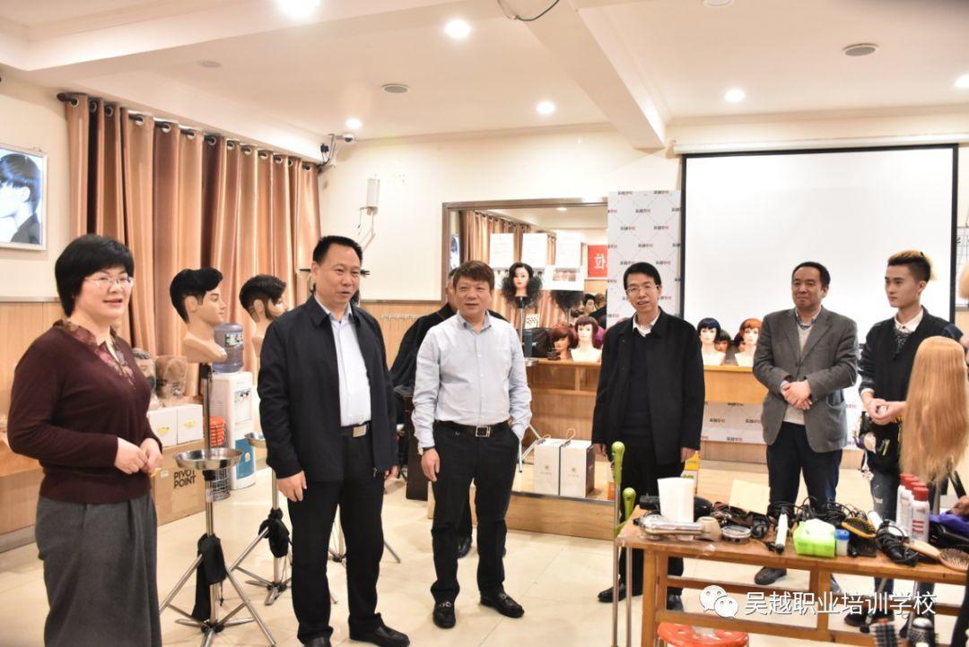 濮阳市人社局谢传芳局长一行领导到吴越学校看望参加世界技能大赛河南选拔赛的选手们!