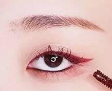 【美妆】只用这一条酒红色眼线就让你有一款好特别的眼妆