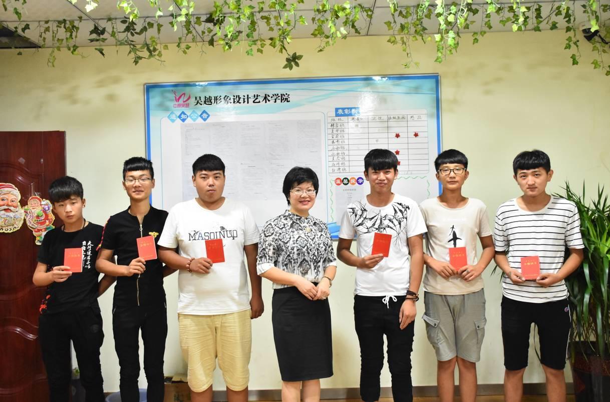 吴越学校第三期精剪班学员毕业会剪影