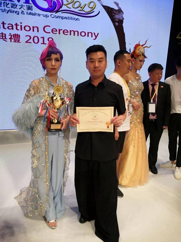 热烈祝贺吴越学校老学员,艺威造型李威荣获第四十三届亚洲发型化妆大赛女士造型总分第三名的好成绩!