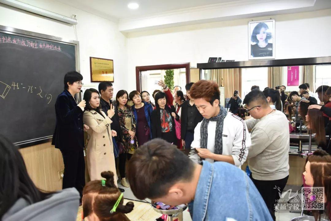 热烈欢迎新疆哈密市人社局和职业院校各位领导莅临吴越学校调研!